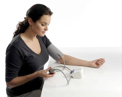 Sử dụng máy đo huyết áp Omron